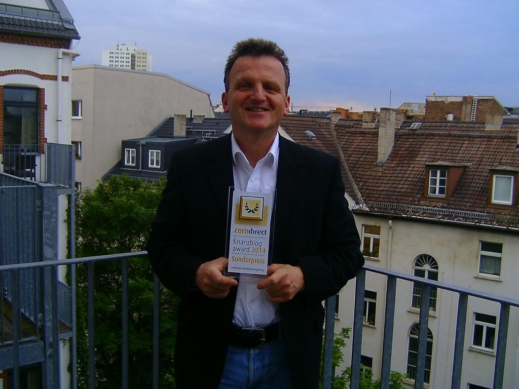 Matthias Helberg mit dem Sonderpreis des comdirekt finanzblog award 2014