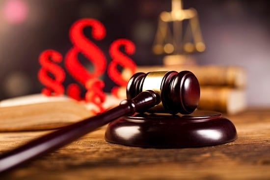 Berufsunfähigkeitsversicherung Antrag: Streit landet oft vor Gericht. Grafikquelle colourbox.com