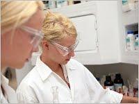 Berufsunfähigkeitsversicherung für Ärzte und Biotechnologen Grafikquelle: colourbox.com