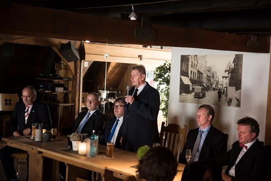 """IGVM-Vorsitzender Wilfried E. Simon bei einer Rede im """"Rampendahl"""""""