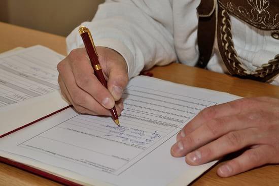 Versicherungsvertrieb im bestmöglichen Kundeninteresse. Grafikquelle: colourbox.com
